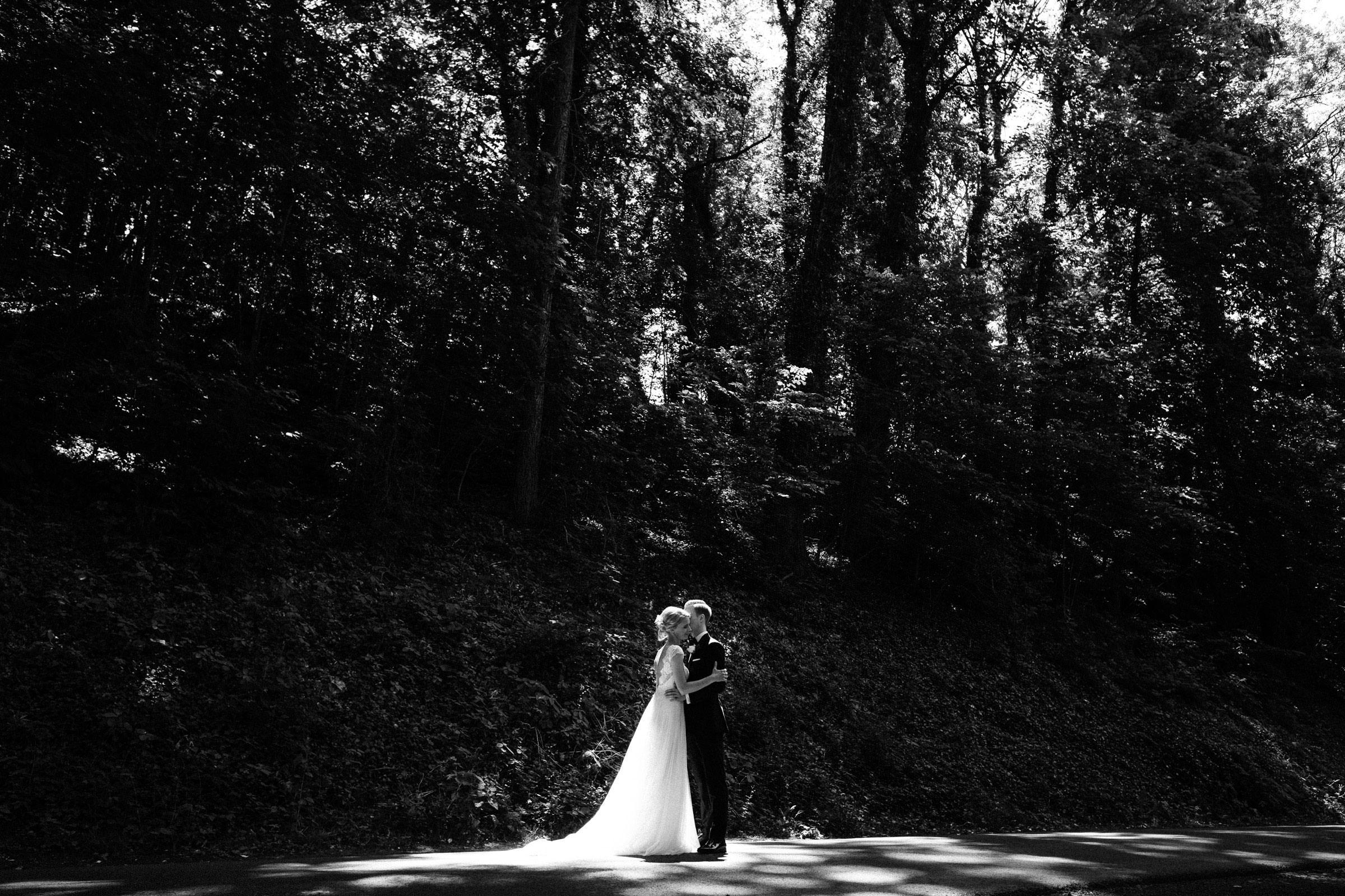 Hochzeitsfotos im Garten des Burghotels Hardenberg