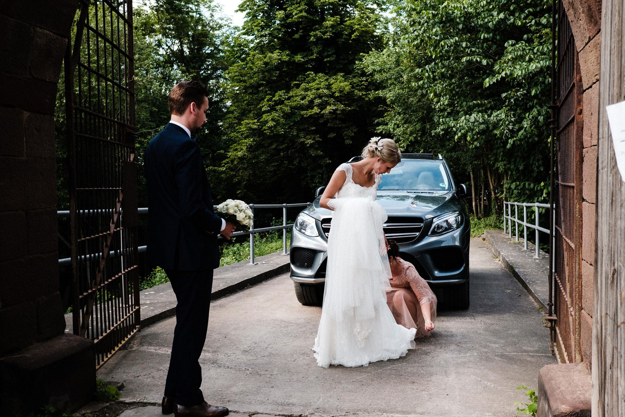 Ankunft der Braut auf der Burgruine Hardenberg
