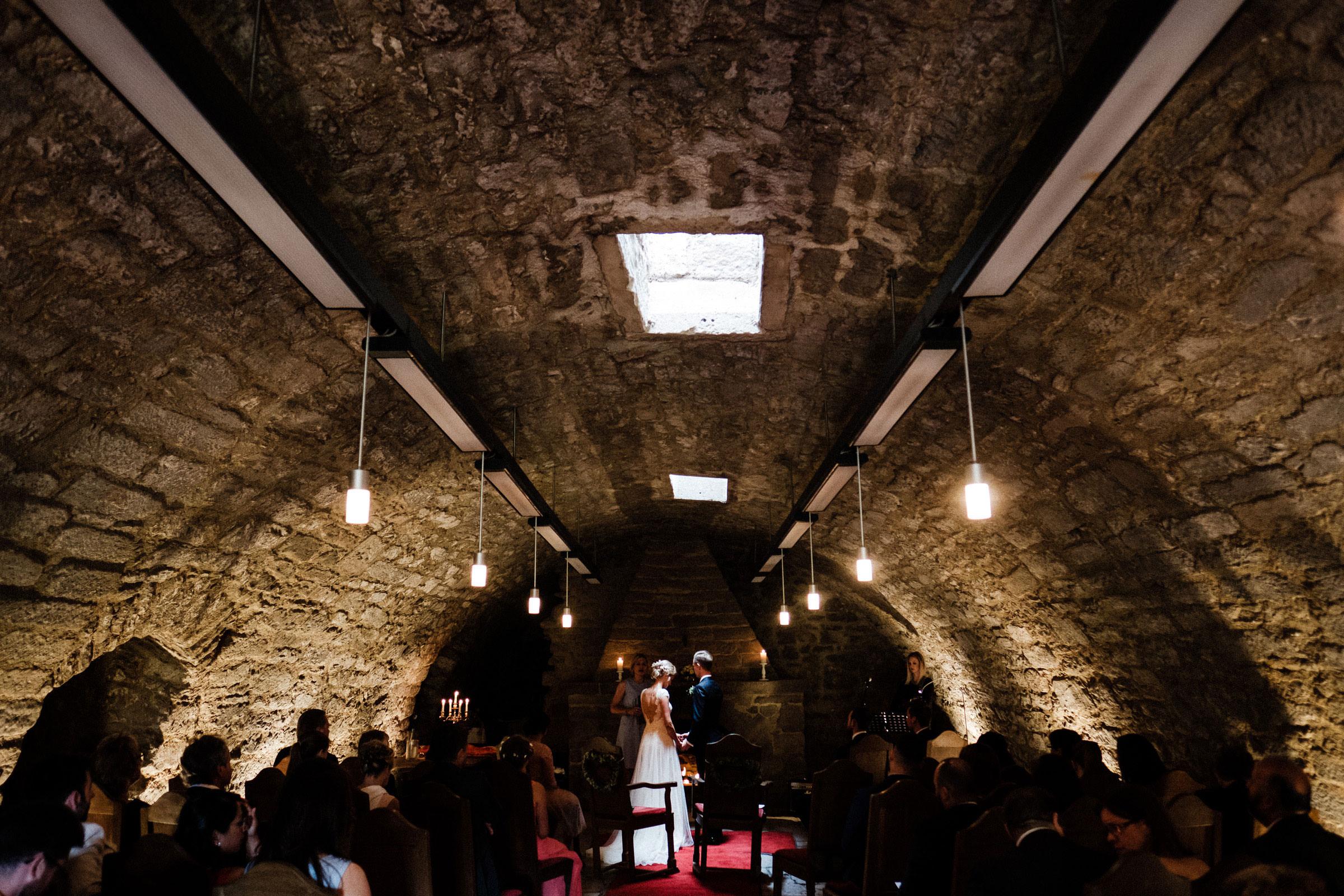 Hochzeit im Gewölbe der Burgruine Hardenberg