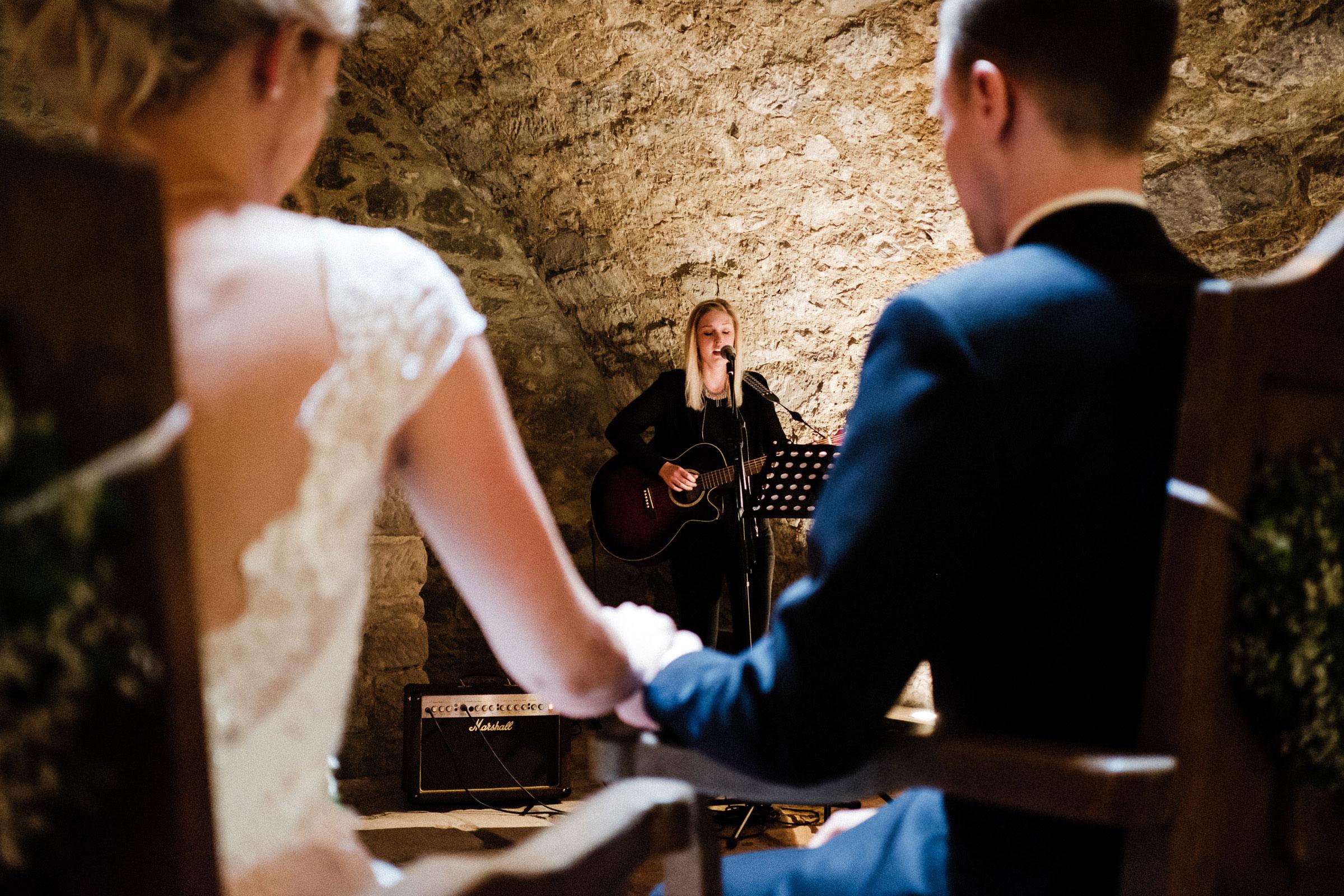 Sängerin Svenja Leopold auf der Hochzeit