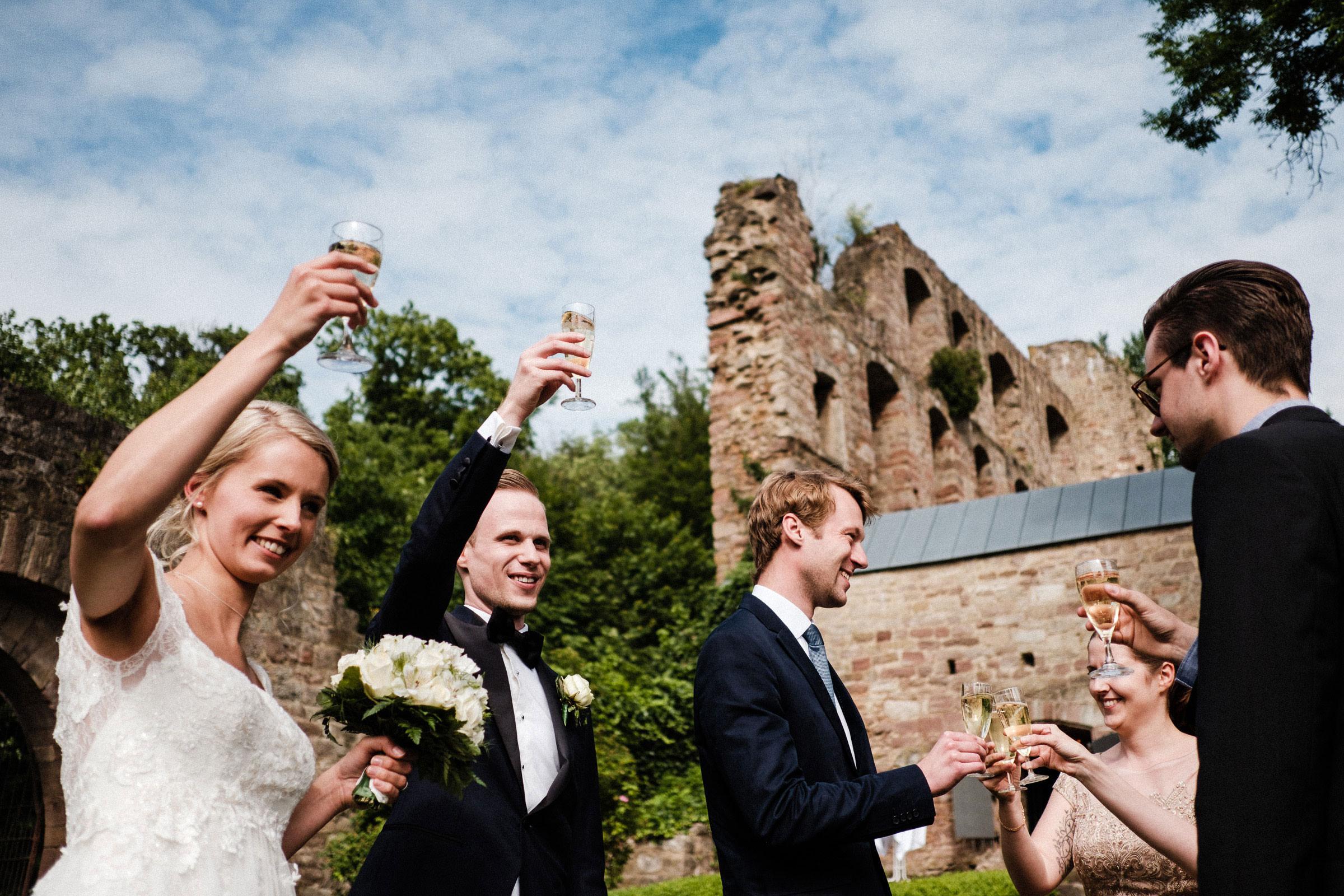 Sektempfang nach der Hochzeit