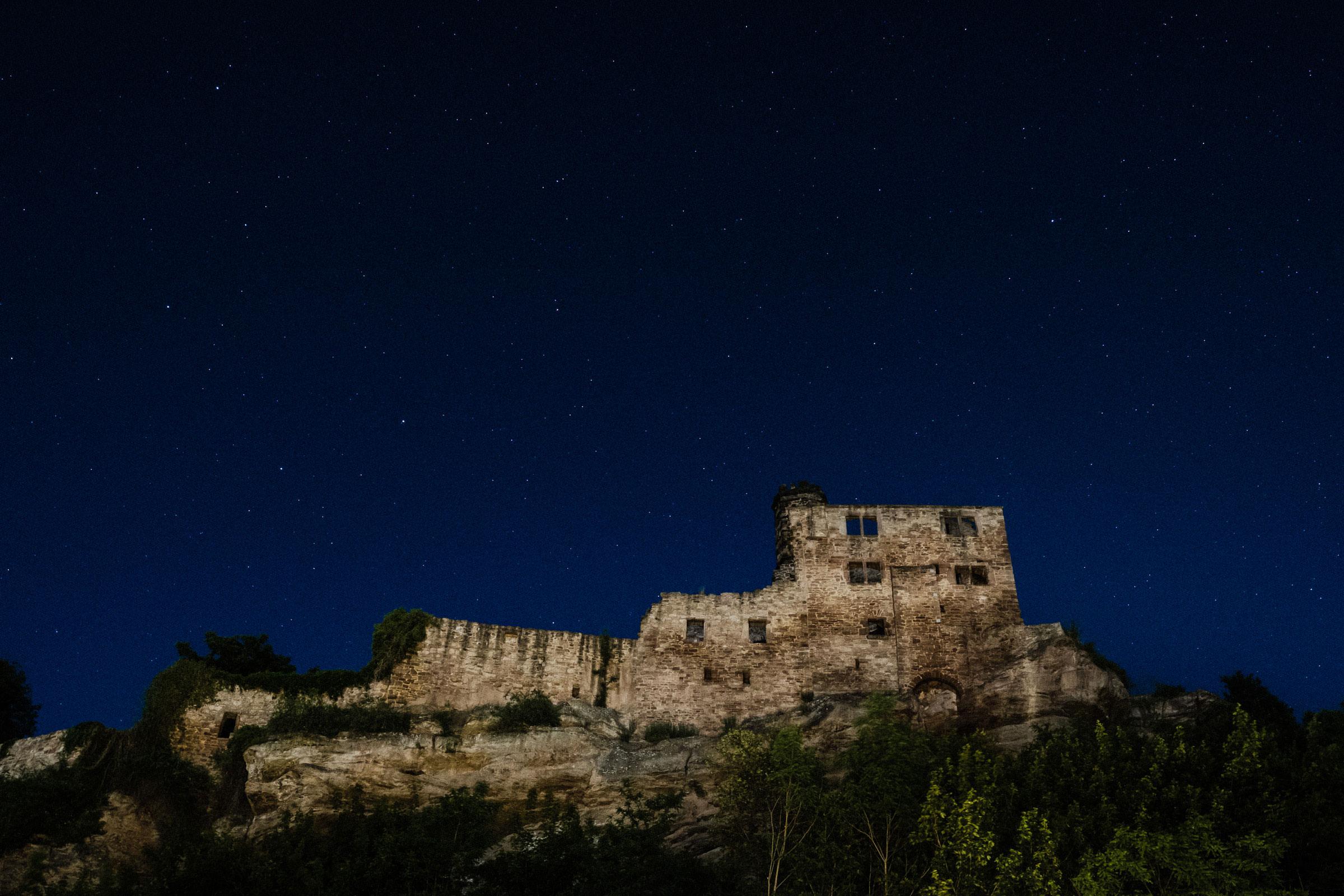 Burgruine Hardenberg bei Nacht