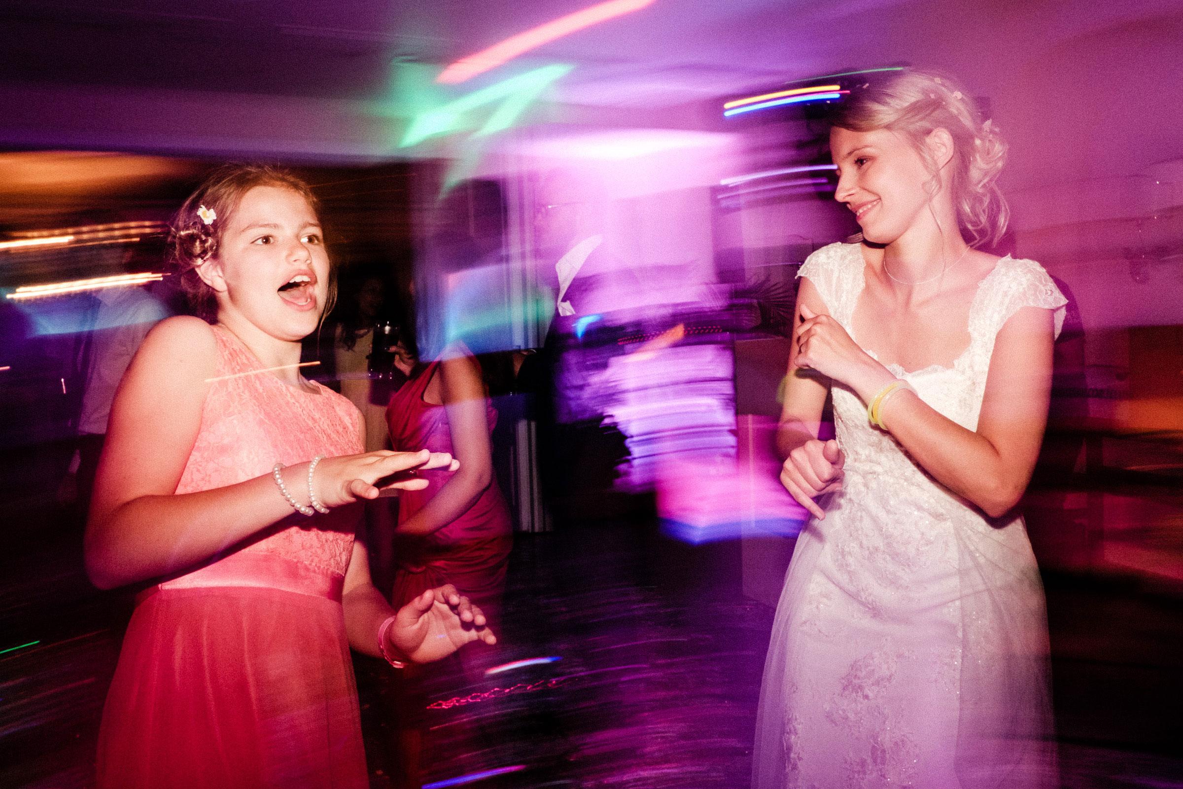 Braut auf der Hochzeitsparty